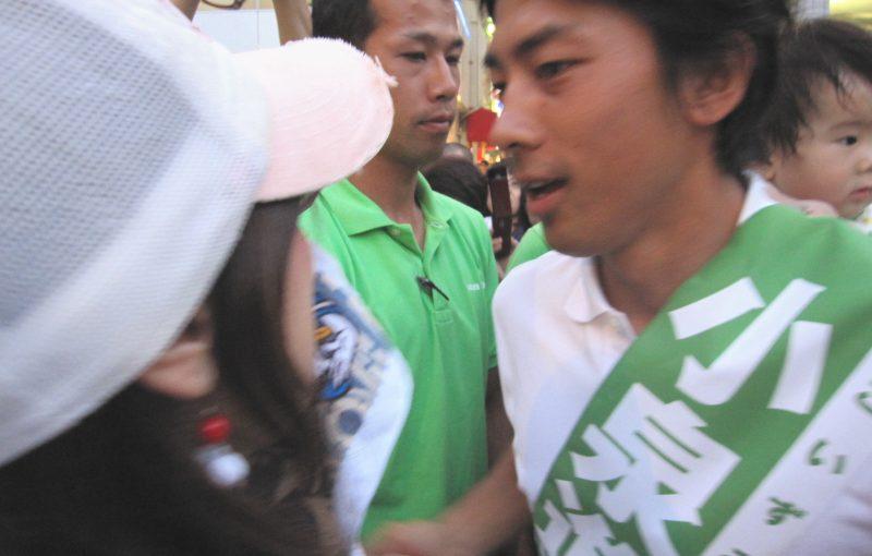 小泉進次郎が一般人に投げられたペットボトルの銘柄は午後の紅茶のミルクティーです